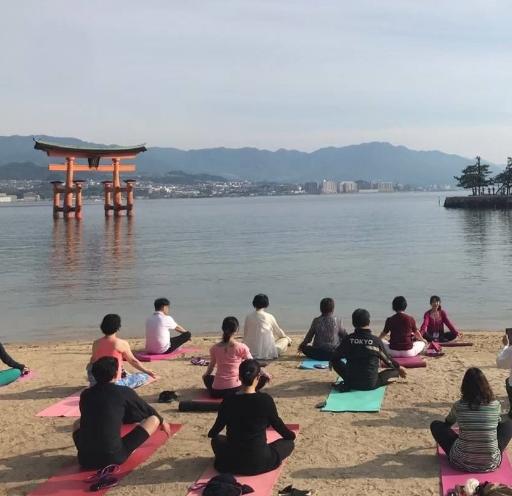 厳島神社奉納ヨガ